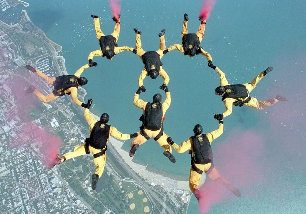 skydiving-658404_19201-1024x704